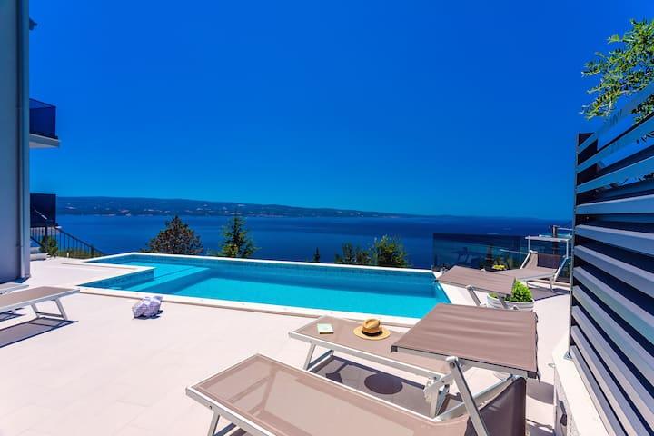 Villa Belvedere with heated pool, amazing seaviews
