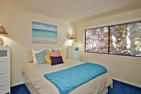 Beautiful private room in lively downtown - Novato - Townhouse