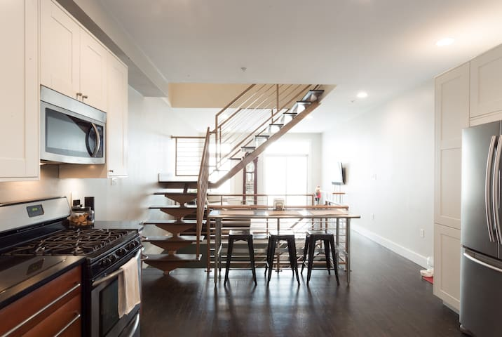 Modern tri-level condo in Fairmount - Philadelphia - Condominium