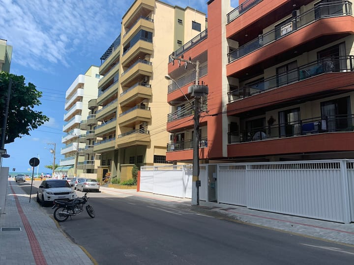 Apartamento quadra mar Meia Praia/Itapema