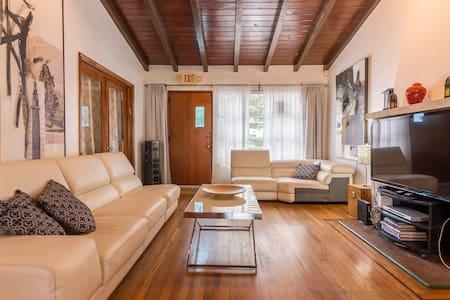 BEAUTIFUL ART DECO HOUSE IN SUNNY MIAMI BEACH
