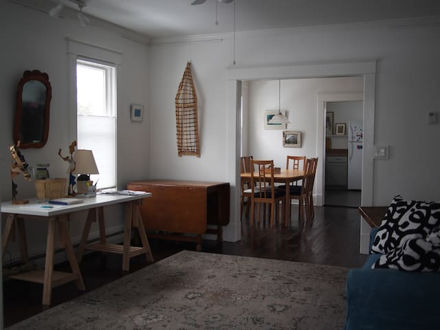 Spacious Light Filled 1st Fl Flat - Hudson - Leilighet
