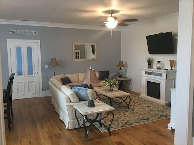 Living room with open floor plan great oak hardwood floors!