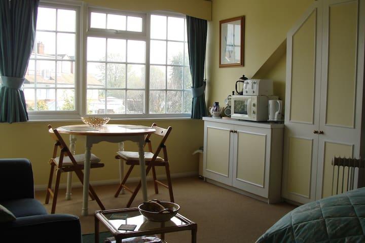 Great studio in Ealing.