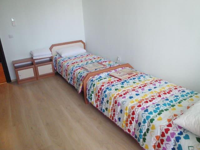 Уютна спалня с две единични легла - Sofia - Apartment
