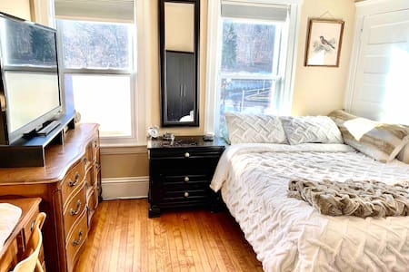 ★Central, Historic location★   Comfy Clean Relaxed