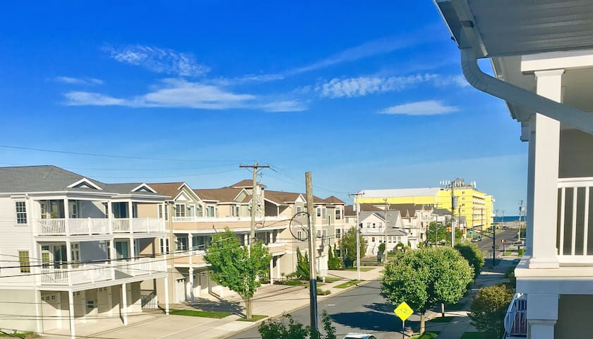 North Wildwood 3 bedroom condo. Nice 18th street.