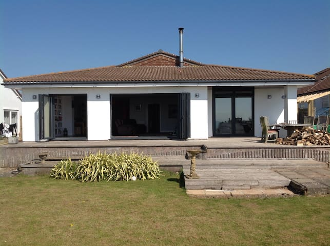 Spectacular Beach Villa nr Cardiff - Sully village