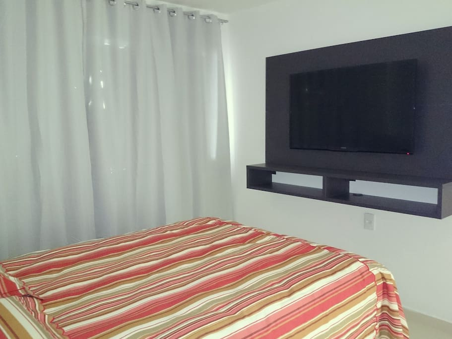Segundo quarto, com ar split e tv Led