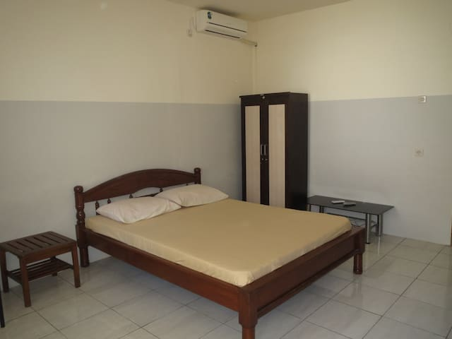 Cheap, clean, and cozy - Jombang - Bed & Breakfast