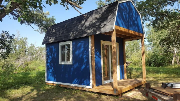 Little Blue Barn on the Prairies Glamping