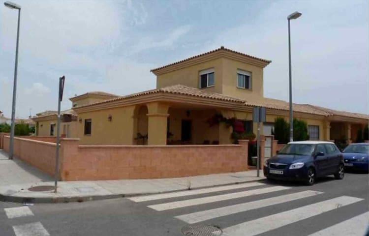 Chalet en Zona Residencial - Cartagena - Huis