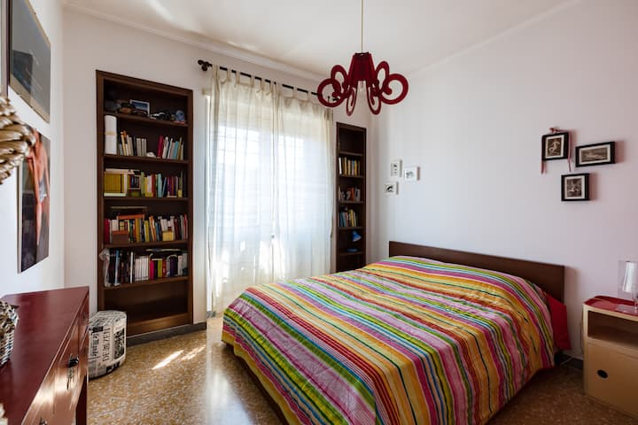 Bright and cozy flat very close to the Metro Libia