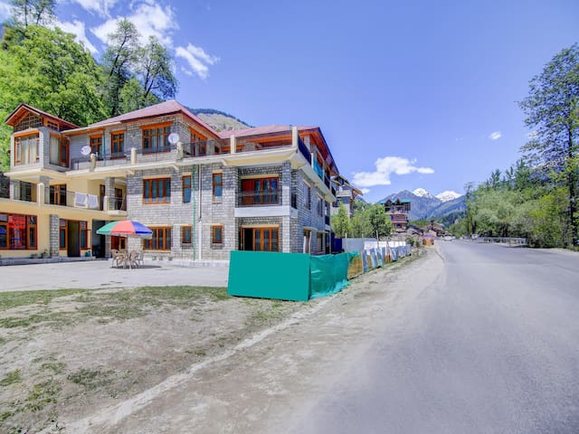 OYO - 2BR Hill View Cottage in Pangan, Manali-Flash Sale
