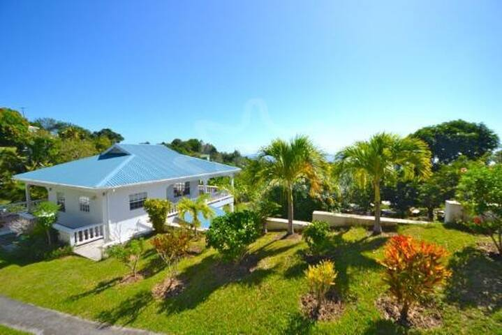 Iona House-lovely breezes and views - Bequia, St. Vincent and the Grenadines - Casa de camp