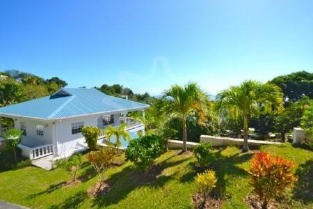 Iona House-lovely breezes and views - Bequia, St. Vincent and the Grenadines - Vila