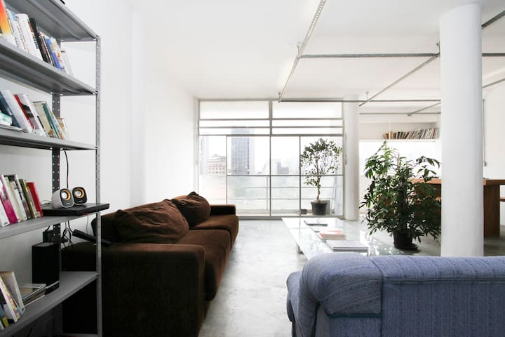Stylish Loft Central Modernist Icon
