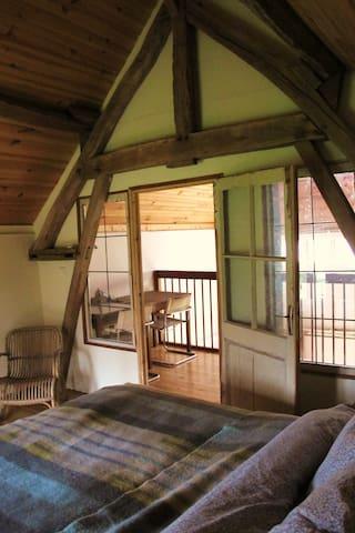 slaapkamer met uitzicht op de vide