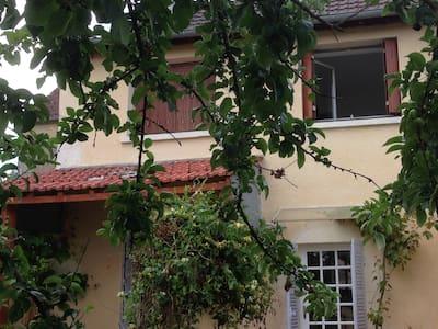 LES HAUTS DE LUCY Maison de village cosy calme vue - Lucy-sur-Yonne