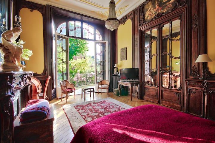 bedroom - garden view