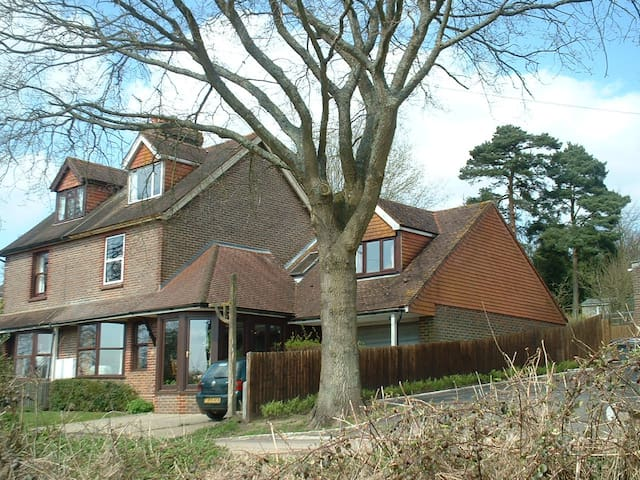 Quiet rural home 1 hour from London - Rotherfield, Crowborough - Bed & Breakfast