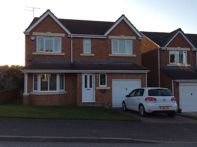 2-3 bedrooms in modern four bedroom house - Bedlington