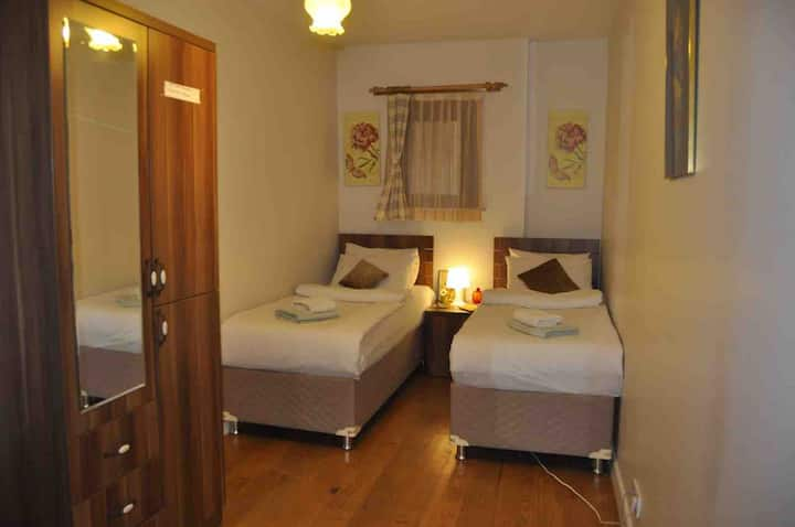 Cosy House Private Room&Wi-Fi in Historic Town