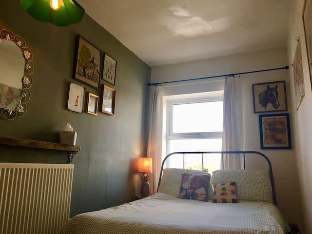 Cosy Vintage Room Near City Centre