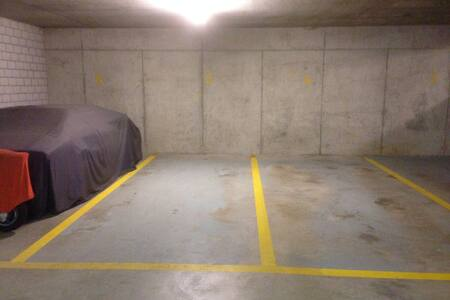 Car garages Place - Regensdorf - Parking