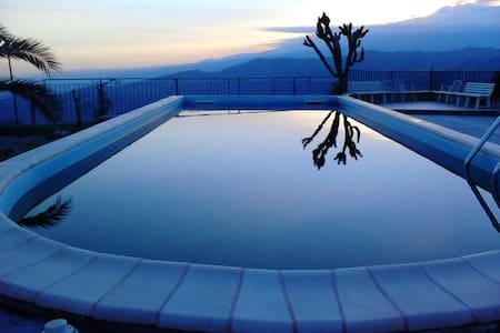 Stanza singola con bagno in villa - Chianchitta-trappitello