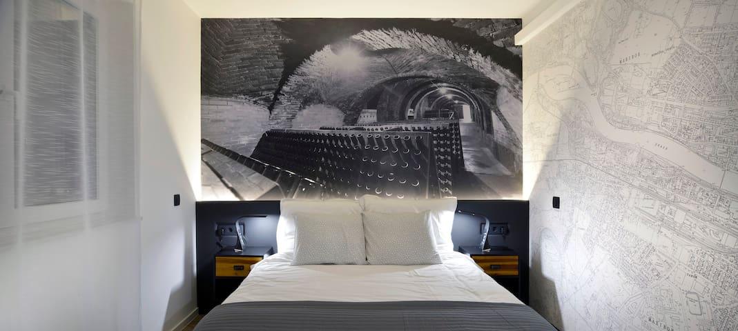 ☆Double Room in City Map B&B☆ w/garage, AC