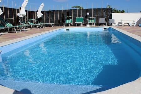 villa con piscina vicino al mare - Menfi