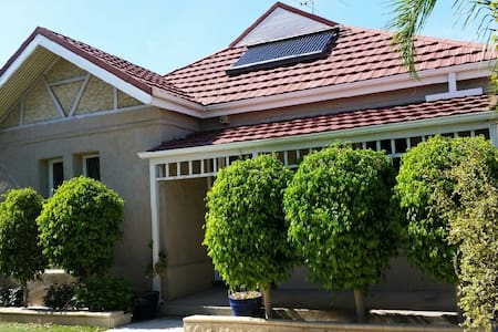 Convenient 4 bedrooms fully furnished house - Goodwood