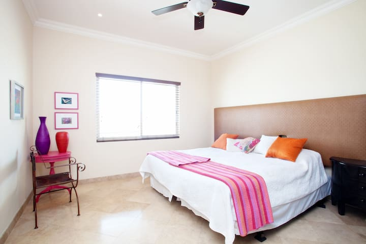 Guest bedroom with king size bed or 2 twin (single) beds