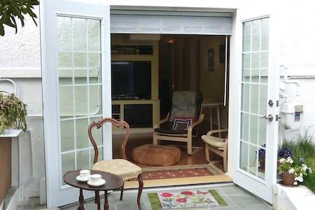 Dundarave Garden Suite - West Vancouver - Lejlighed
