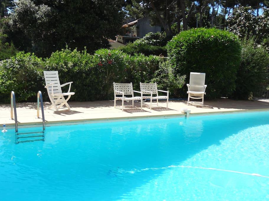 appart 4 pers piscine pkg wifi maisons louer cassis provence alpes c te d 39 azur france. Black Bedroom Furniture Sets. Home Design Ideas