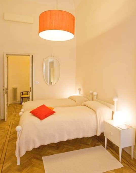 Mal a b b palazzo xvii sec bed and breakfasts for rent for Ospitare qualcuno in casa