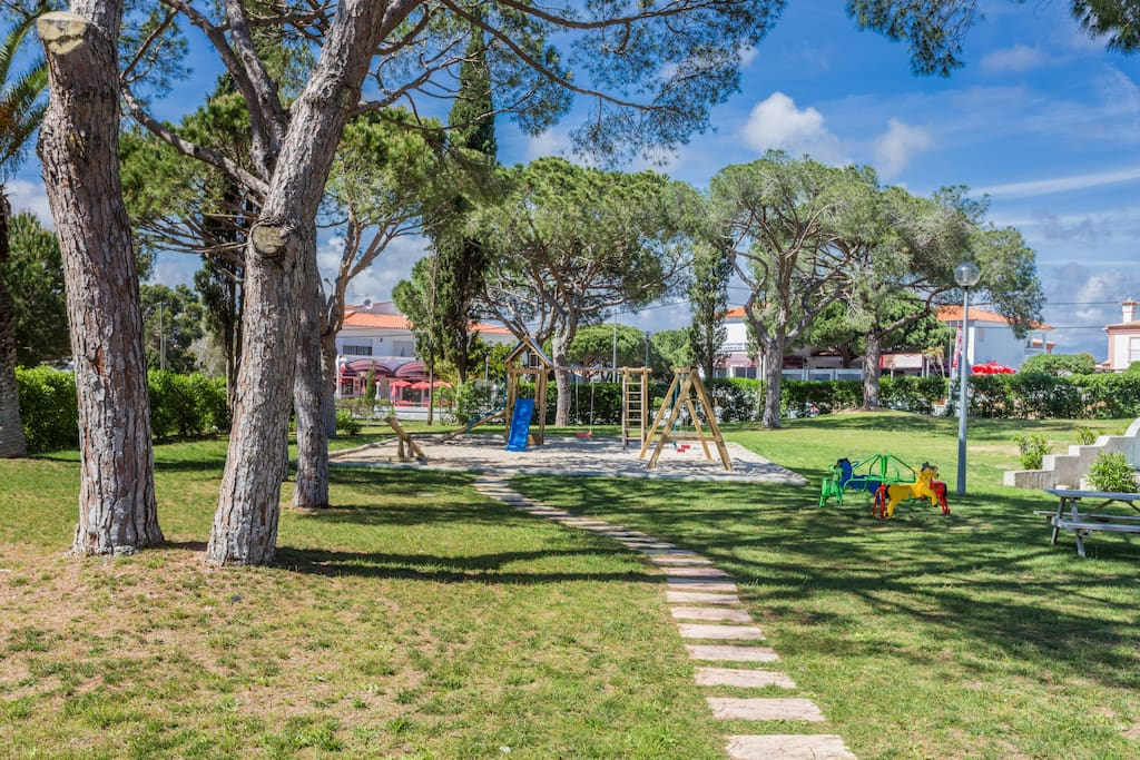 Parque infantil; Playground