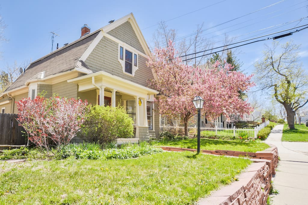 Historic Mapleton Hill Victorian walking distance to Pearl St.