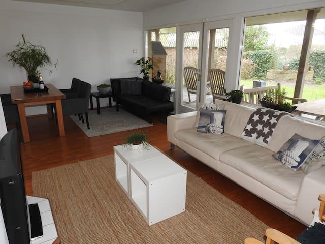 Havenappartement met ruime tuin en veranda