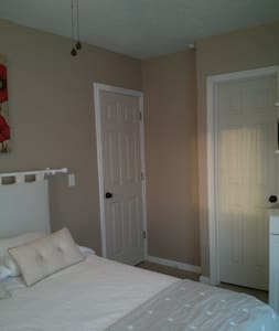 Private room and Bathroom - Ivins - Bed & Breakfast