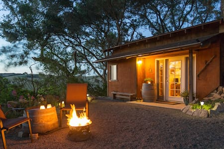 Carriage House Cottage-Paso Robles - Stuga
