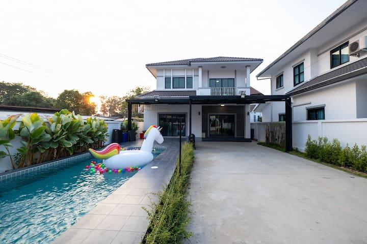 Aly pool villa Chiang Mai