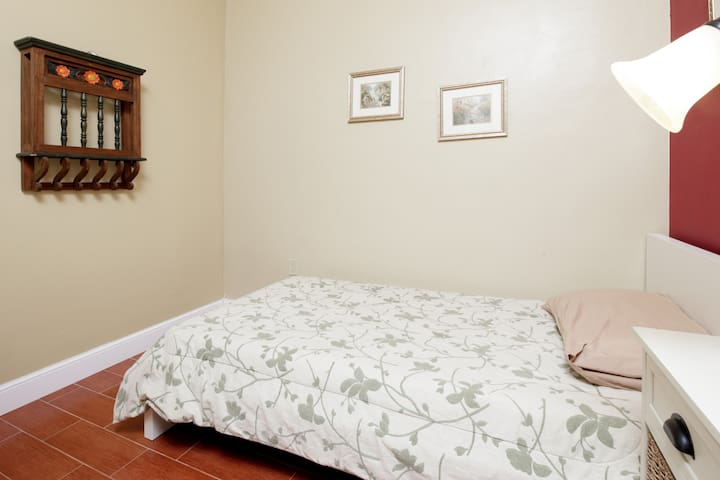 Quaint Small Room Perfect for 1  - Miami