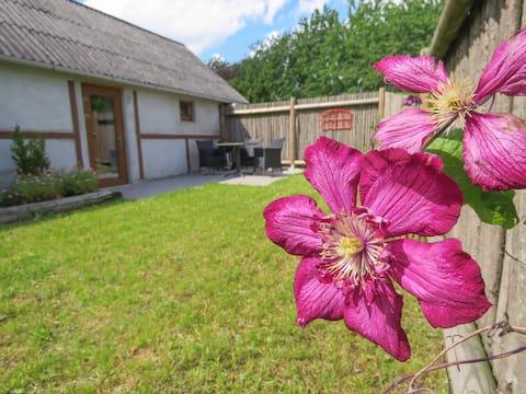 Casa de campo pequena bem equipada + jardim privado