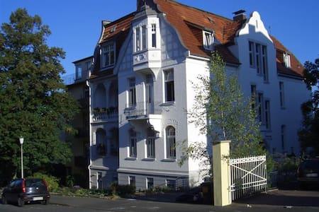 Wunderschönes Zimmer am Bergpark - คัสเซิล