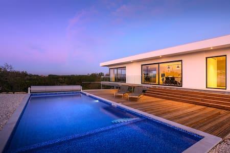 Quiet, fantastic view, wonderful swimming pool