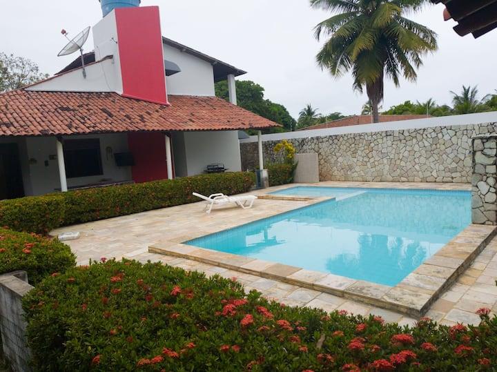 Casa de praia cond fechado 5 quartos e piscina.