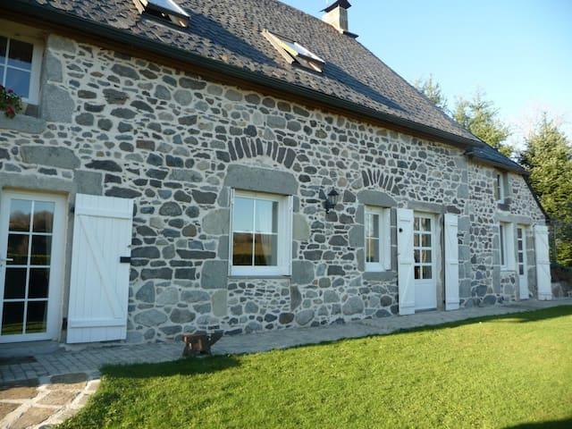 Maison de charme 4* face au Sancy   - Tauves - Casa