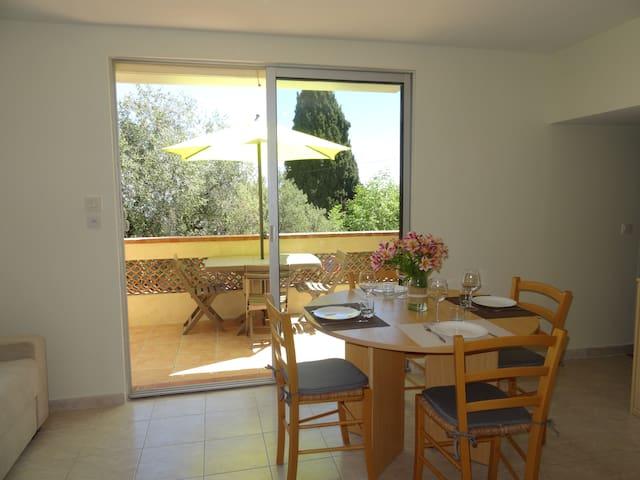 Spacieux studio avec terrasse plein sud - Neuf !